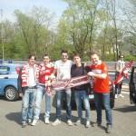 I quattro tifosi conversanesi con l'amico di Corato mentre raggiungono lo stadio per assistere a Varese-Bari