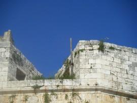 Il palo zincato conficcato nella torre