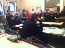 Uno dei momenti iniziali del Consiglio Comunale del mese scorso che ha visto una partecipazione massiccia di cittadini