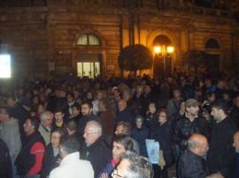 Piazza XX Settembre gremita di cittadini conversanesi durante una manifestazione dei mesi scorsi