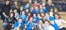 Vittoria schiacciante e l'Amatori Conversano femminile di pallamano alza al cielo la Coppa Italia