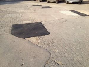 Piazza Carmine con le toppe di asfalto