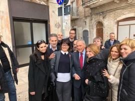 Da sinistra: Annalisa Pannarale, Michele Laforgia, Anna Maria Candela e il presidente Pietro Grasso nelle strade di Bari