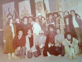 Il gruppo di tecnici e attori che diede vita alla commedia Poveri Noi