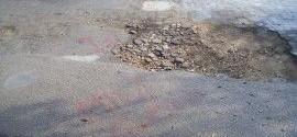 Piove sul bagnato: cade un detrito della navicella spaziale su Piazza Carmine. Le buche si allargano