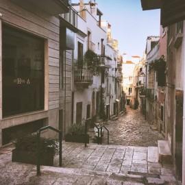Via Cristoforo Colombo nel centro storico