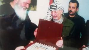 Gino Locaputo con il leader palestinese Yasser Arafat