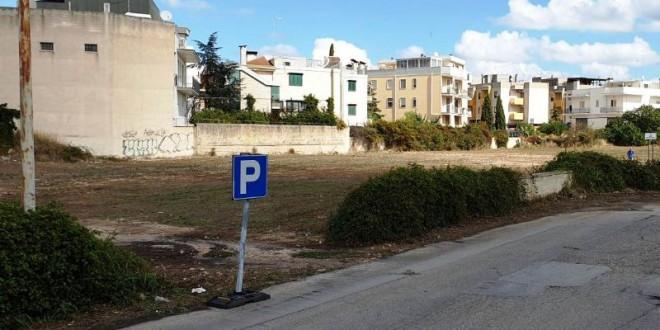 Le giostre nei pressi del Palasangiacomo con annesso parcheggio