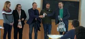 """""""Non rifiuto io riciclo"""". Il sindaco Loiacono e l'assessore Vitto consegnano le borracce in alluminio al Liceo """"Sante Simone"""""""