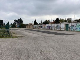 """La fascia del Campo Sportivo """"P. Lorusso"""" sulla quale si svolgerà il mercato della frutta del venerdì"""
