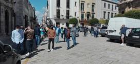 Ambulanti in piazza in attesa del commissario. Salta anche il mercato di venerdì