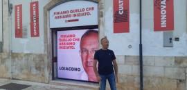 Pasquale Loiacono davanti al comitato elettorale di via Rosselli