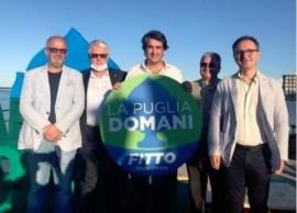 Gentile in una foto con il candidato presidente del centrodestra alla Regione Puglia, Raffaele Fitto