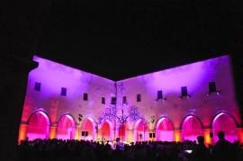 Il chiostro di S.M. dell'Isola durante un concerto di qualche anno fa organizzato dall'associazione DEMOS Conversano