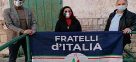 Coronavirus, Fratelli d'Italia si reca in delegazione a salutare i militari impegnati al Campo Sportivo