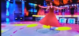 Veronica Calati balla la pizzica su RAI1 alla trasmissione di Amadeus