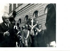 Il dott. Antonio Pagnozzi è il primo (a sinistra con gli occhiali scuri) portatore della salma del commissario e collega Luigi Calabresi ucciso a Milano il 17 maggio 1972