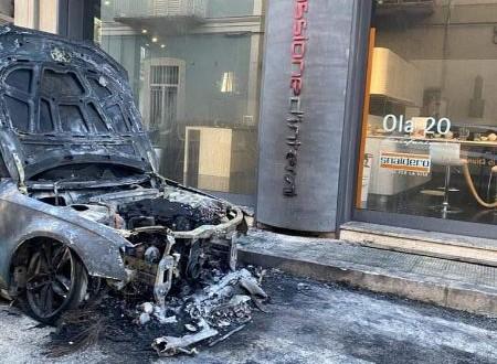 Auto in fiamme, come è organizzato il controllo della città nelle notti senza regole e in balia di delinquenti?