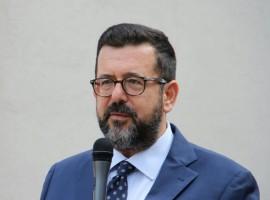 """Il Dirigente scolastico della scuola media """"Carelli-Forlani"""", prof. Adolfo Marciano"""