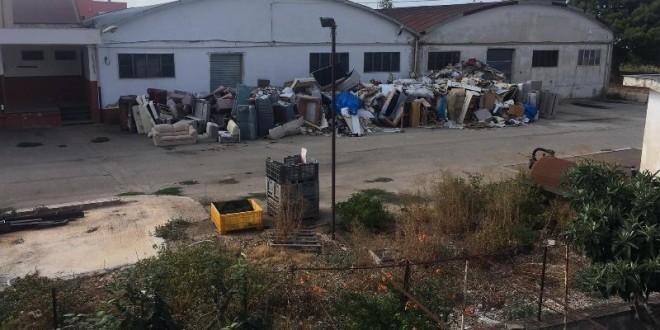 Frantoio sociale, balconi con vista. I cittadini protestano e chiedono che l'area venga ripulita